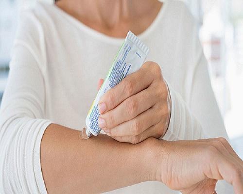 کرمهای موضعی برای درمان اگزمای پوستی در زمستان