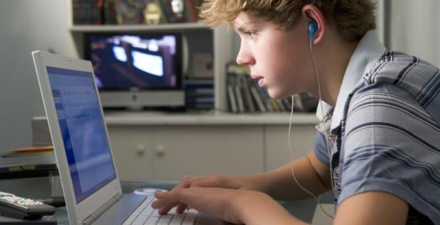 اعتیاد به فضای مجازی در نوجوانان