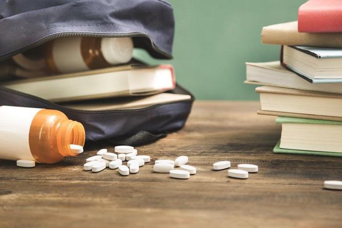 سوء مصرف مواد در نوجوانان