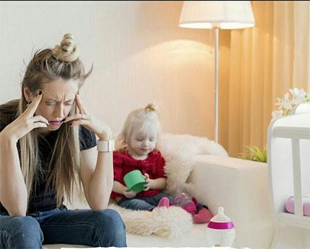 واکنشهای سطحی مادر افسرده در تعامل با کودک منجربه ناراحتی کودک میشودد