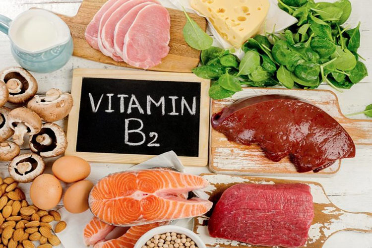 معرفی ویتامین B2 یا ریبوفلاوین؛ عوارض کمبود آن بر بدن چیست و در چه موادی یافت میشود؟