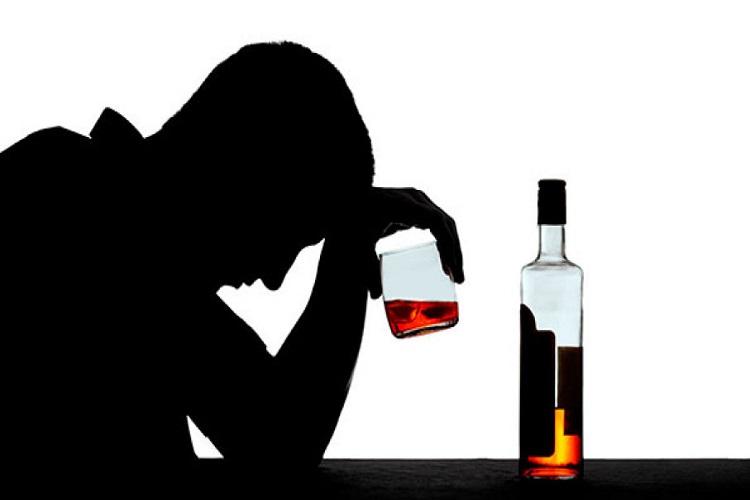 الکلسیم Alcoholism یا اختلال سوء مصرف مشروبات الکلی چیست و چگونه درمان میشود؟