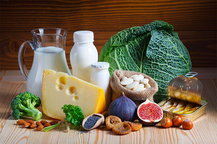 به غیر از شیر و محصولات لبنی، کلسیم در چه مواد غذایی گیاهی یافت میشود؟