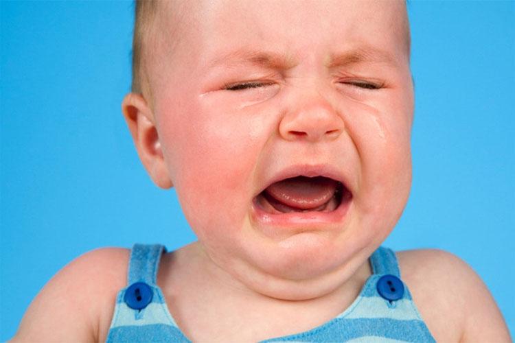 بررسی انواع گریه نوزاد به همراه روشهای ساده برای آرام کردن آنها