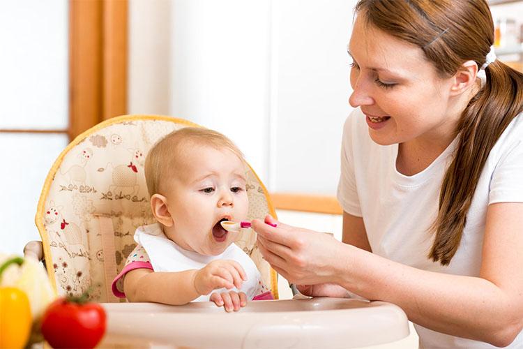 نکاتی مهم در رابطه با شروع غذای کمکی و مقدماتش برای نوزادان که مادران باید بدانند