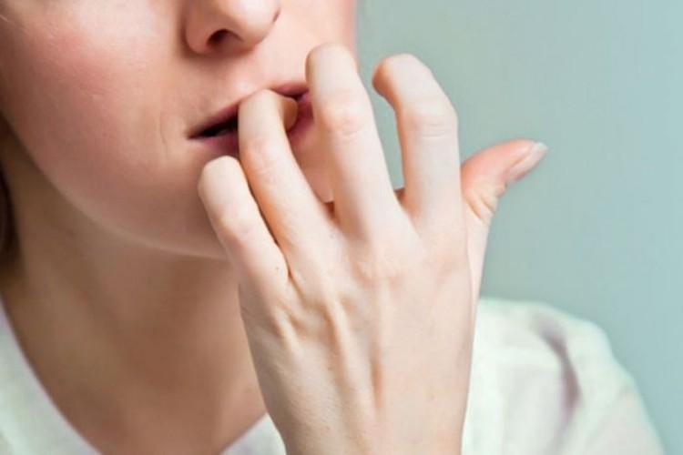 علل ناخن جویدن و ششراه قطعی برای درمان آن
