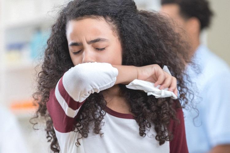 سرفه خشک نشانه چیست و روشهای برطرف کردن آن با درمانهای خانگی