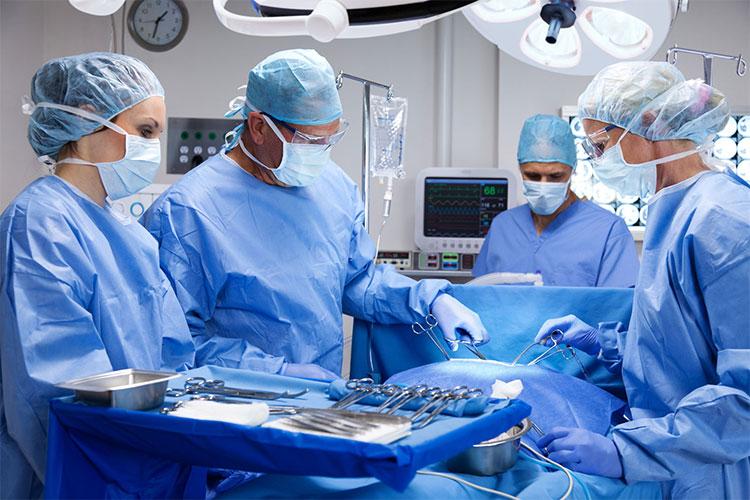 10 چیزی که قبل از جراحی حتما باید به جراحتان بگویید و پاسخ به 7 سوال رایج دربارهی جراحی