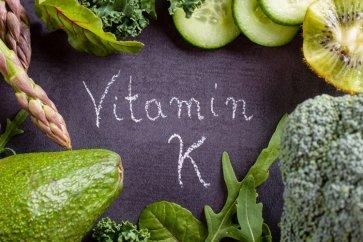 آشنایی بیشتر با منابع ویتامین K، بایدها و نبایدهای مصرف آن