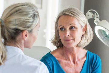 آشنایی با علائم یائسگی در زنان و هر مرحلهای از آن
