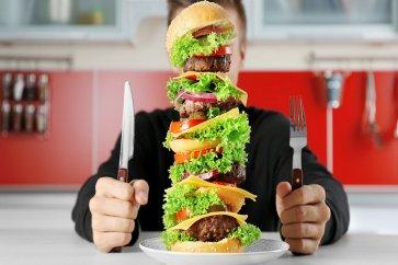 پرخوری و عادتهای غلط غذایی را کنار بگذارید، افزایش وزن در کمین شماست