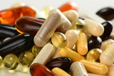 آیا مصرف زیاد مکملها و ویتامینها برای بدن خطرناک است؟