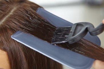 استفاده از رنگ مو و لوازم آرایشی چه تاثیرات و عوارضی بر روی پوست و مو دارند؟