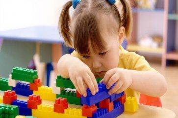 بازی درمانی چیست؟ انواع تکنیکهای بازی درمانی و سرگرمی