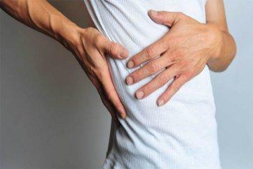 چه عللی باعث بروز درد زیر دنده سمت راست میگردد؟