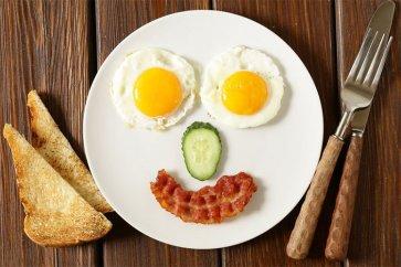 سوزاندن کالری یک صبحانه مفصل آسانتر است یا یک شام مفصل؟